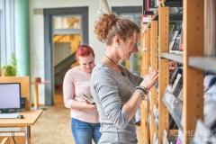 Buch-lesen-in-Pirna-Stadtbibliothek-Kaffeehaus-Cafe_0619