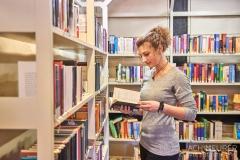 Buch-lesen-in-Pirna-Stadtbibliothek-Kaffeehaus-Cafe_0622