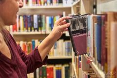 Buch-lesen-in-Pirna-Stadtbibliothek-Kaffeehaus-Cafe_0640