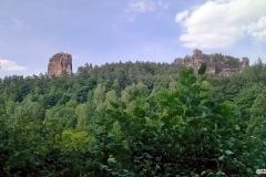 Ein-letzter-Blick-auf-die-Felsen-dann-sind-wir-wieder-im-Talgrund