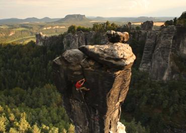 Kletterer Bernd Arnold im Elbsandsteingebirge
