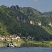 Mit dem Schiff durch das Elbsandsteingebirge