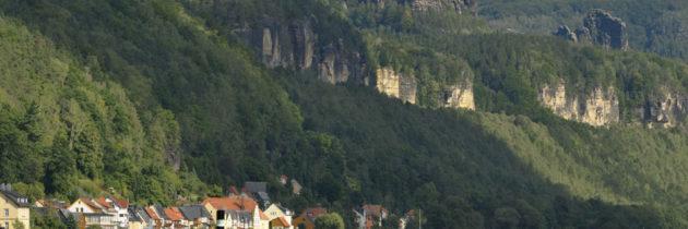 Mit einem historischen Raddampfer durch das Elbsandsteingebirge