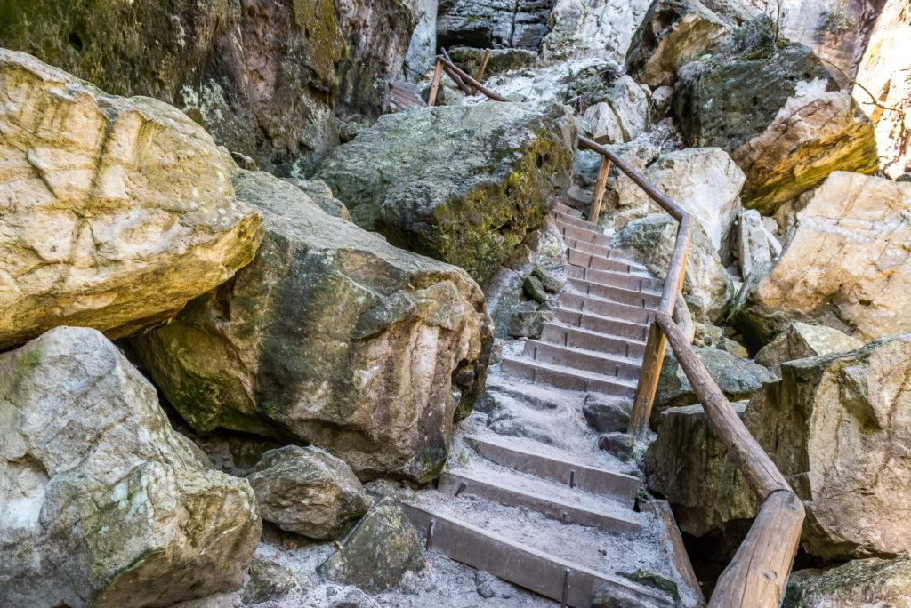 Schwedenlöcher Treppe Aufstieg Stein ©Achim Meurer