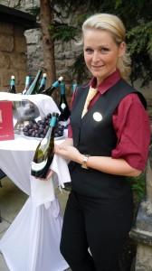 Sächsischer Wein Weinkönigin K. Riedel (c) ptv