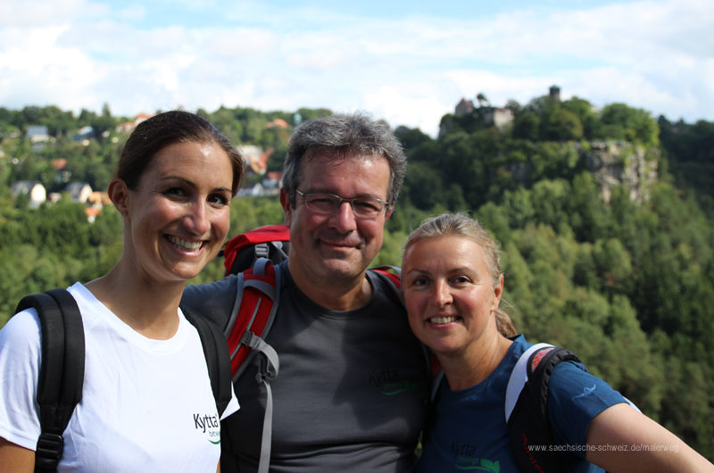 Manuel Andrack mit den beiden Initiatorinnen