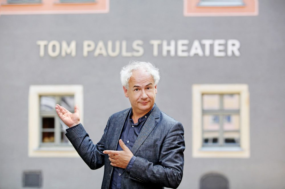 Tom Pauls vor Tom Pauls Theater (c) Amac Garbe